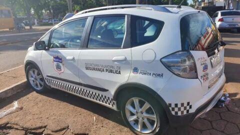 Homem é preso após urinar em viatura e desacatar guardas municipais