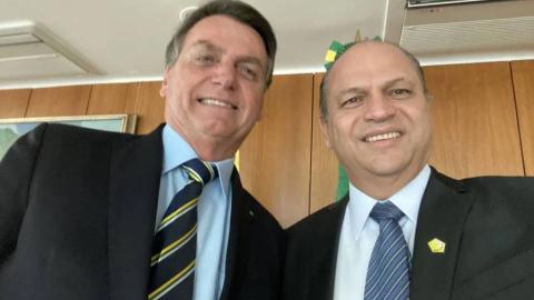 Frágil masculinidade: líder do governo dá chilique em entrevista, ouça