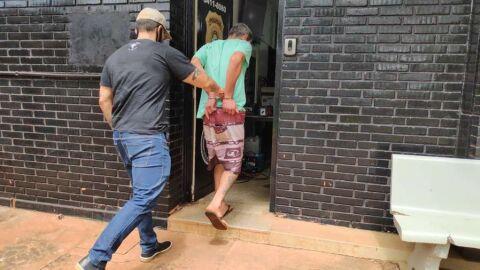 Dono de 'boca de fumo' é preso após destruir iluminação pública