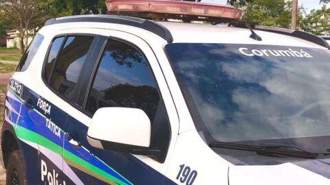 Homem quase apanha da filha com uma barra de ferro e chama a polícia