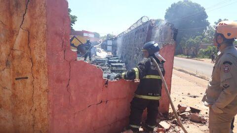 Vídeo: incêndio destrói depósito de materiais de construção em Campo Grande