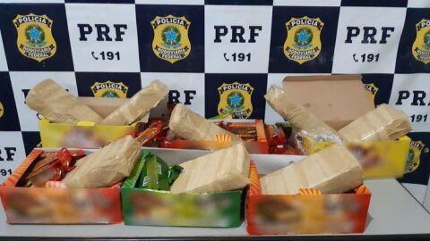 Cocaína escondida em caixas de chocolate é apreendida pela PRF