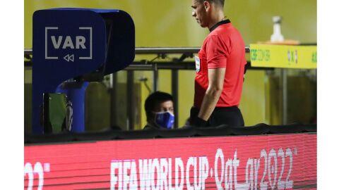 VAR: Fifa pede visual melhor para ajudar árbitros