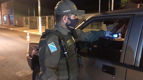 Operações flagra 40 motoristas embriagados em Miranda