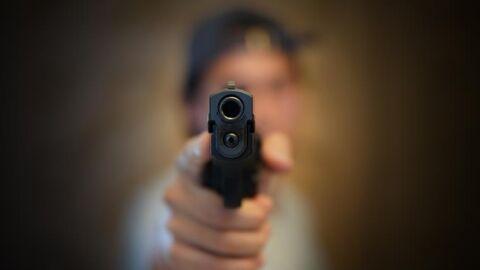 Jovem é executado a tiros na varanda da casa de amiga na Moreninha III