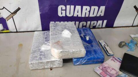 Mulher é presa com 3,1 kg de cocaína que venderia por R$ 150 mil