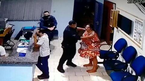 Vídeo exclusivo: No quartel, PM dá socos e chutes em mãe de criança autista