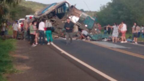 Sobe para 41 mortes confirmadas no interior de SP; o maior acidente do ano, diz PM