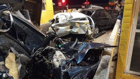 Duas pessoas morrem e 11 ficam feridas em engavetamento no interior de SP