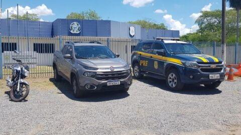 Quatro são presos tentando atravessar caminhonete furtada para a Bolívia