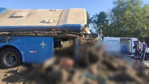 Colisão entre ônibus e caminhão deixa 22 pessoas mortas no interior de São Paulo