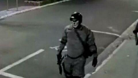 Vídeo: Quadrilha sitia cidade, rouba banco e espalha mais de 1 milhão pelas ruas