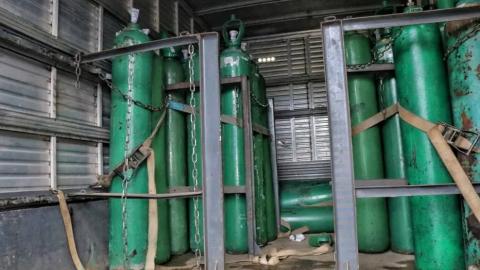 """""""Reter produtos para o fim de especulação"""", é o crime de homem preso com 33 cilindros de oxigênio"""
