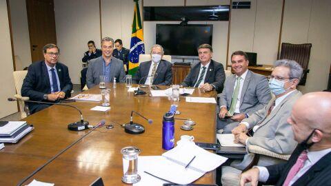 """Com medo da greve, Bolsonaro apela para que caminhoneiros: """"Todos nós vamos perder"""""""