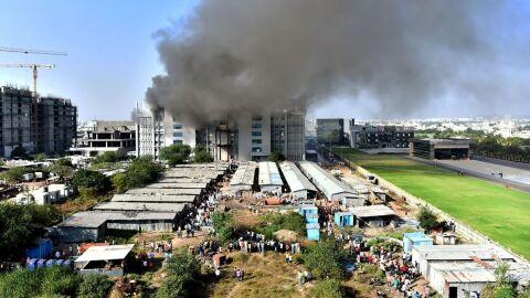 Incêndio atinge fábrica do maior fabricante mundial de vacina contra a covid-19