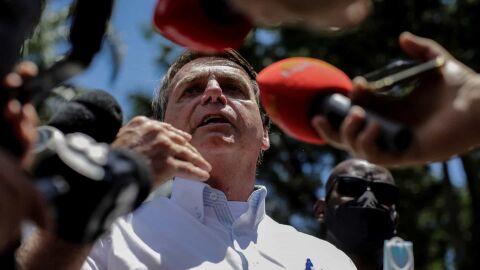 Isolado: Bolsonaro muda discurso e passa a defender vacinação em massa
