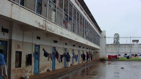 Policial e funcionárias da Saúde em presídio mantém caso e trocam nudes com presos
