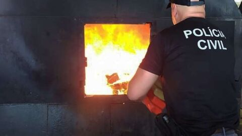 Polícia incinera maconha, haxixe, cocaína, pasta base, êxtase, crack e skunk