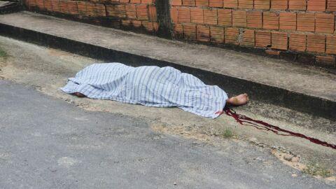 Rapaz é morto com tiro na cabeça em frente de casa