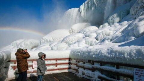Vídeo: Cataratas do Niágara congelam em meio a forte frente fria