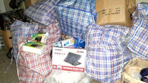 Van com 12 fardos de produtos sem documentação é apreendida