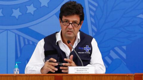 "Luiz Henrique Mandetta resume: ""O vírus se espalha de Ferrari, as vacinas chegam de carroça"""