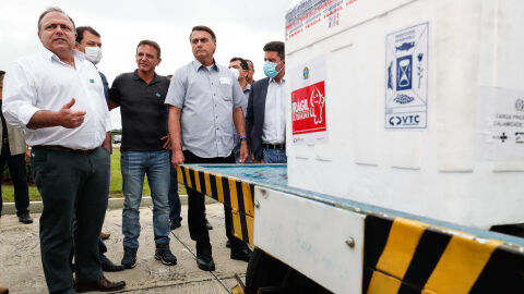"""Governo fecha acordo para compra de """"todas as vacinas disponíveis"""" da Pfizer e Janssen"""