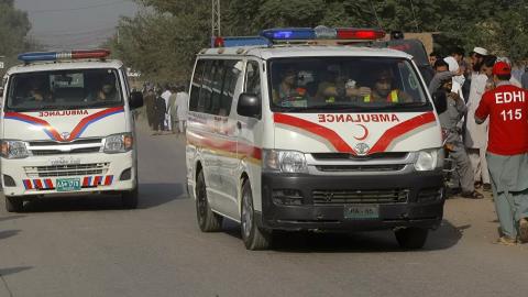 Carro passa sobre mina explosiva e 5 morrem e 5 ficam feridos no Paquistão