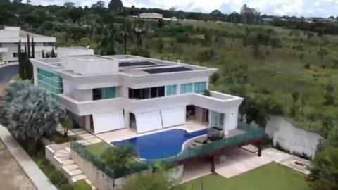 Vídeo mostra mansão de quase R$ 6 milhões comprada por Flávio Bolsonaro