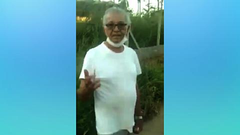 """Vídeo: barbeiro escuta """"choro"""" de cachorro e flagra idoso estuprando animal; suspeito está foragido"""