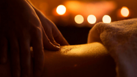 Massagem tântrica melhora autoestima e amplia consciência corporal
