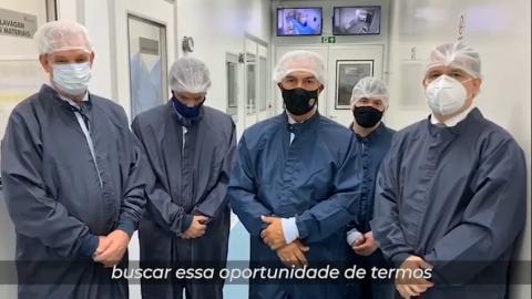 Vídeo: Governador visita laboratório e manifesta interesse por vacina Russa