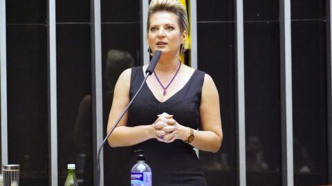 Câmara aprova projeto que prevê reabertura das escolas durante a pandemia