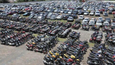 PRF de MS realiza mega leilão com mais de 1.400 veículos; lance inicial de R$ 10 mil