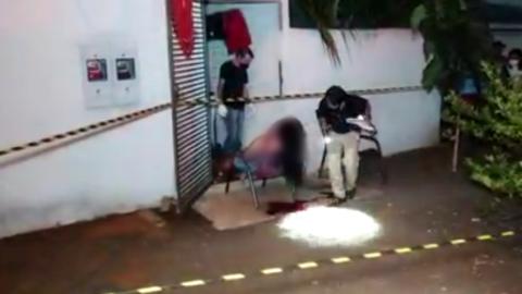 Vídeo: jovem é morta a tiros de escopeta calibre 12 em frente de casa