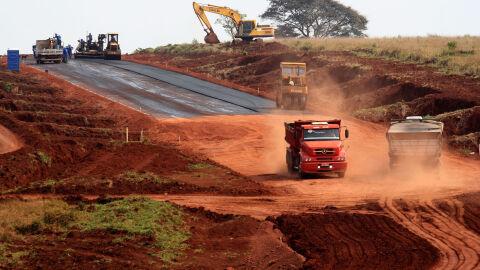 Obra de R$ 13,9 milhões leva asfalto ao Distrito de Taunay em Aquidauana