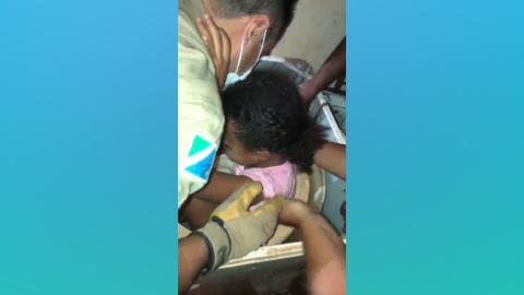 Vídeo: Bombeiros resgatam menina de 6 anos presa dentro de máquina de lavar em MS
