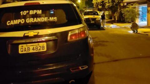 Homem é alvejado a tiros de fuzil em frente de casa no Bairro Iracy Coelho 3