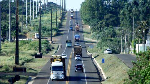 Mudanças no CTB: Nova Lei entra em vigor com alterações sobre uso de farol em rodovias