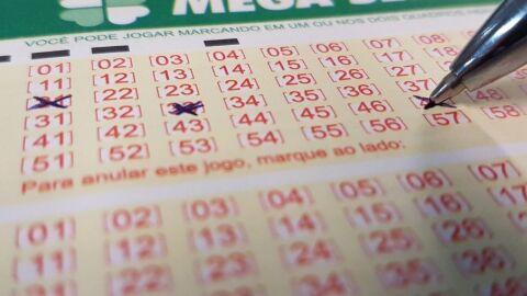 Mega-Sena acumula e prêmio vai a R$ 33 milhões; veja os números sorteados