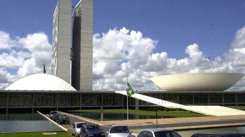 Nova PEC propõe programas de combate à pandemia dentro do teto de gastos