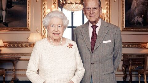 Rainha Elizabeth irá retornar aos trabalhos reais dia 22 de abril, diz jornal