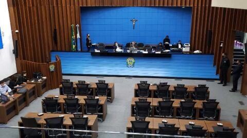 Deputados devem analisar cinco projetos durante a sessão desta quarta-feira