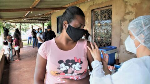 Prefeitura imuniza adultos e trabalhadores da comunidade quilombola contra Covid-19