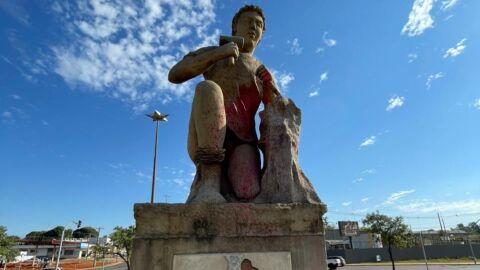 """Prefeitura inicia restauração de monumentos com obra na estátua """"O Aprendiz"""""""
