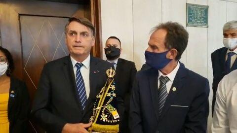 """Bolsonaro considera """"mesquinhez de governadores"""" mais grave que a pandemia"""