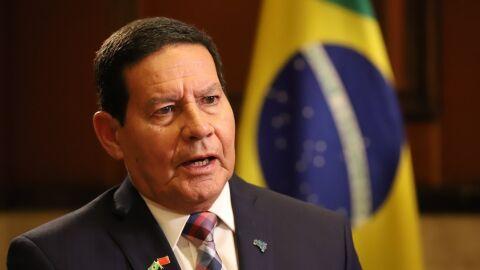 Auxílio emergencial: governo não deveria ter interrompido pagamentos, diz Mourão