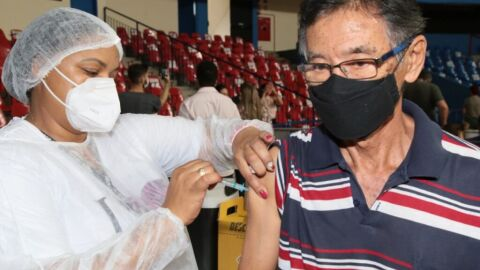 Prefeitura amplia vacinação para idosos com 60 anos neste final de semana