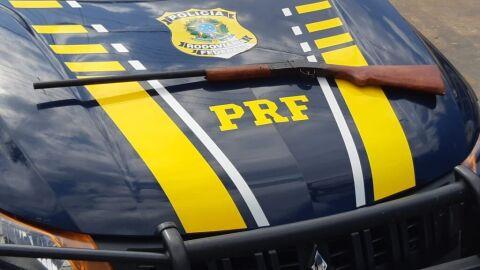 PRF apreende espingarda cal .20 em Japorã (MS)