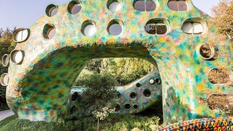 Casa em formato de cobra gigante faz sucesso com hóspedes do Airbnb